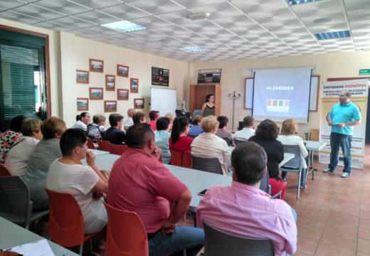 Veciños e veciñas de Frades asisten a unha charla gratuíta sobre alzhéimer