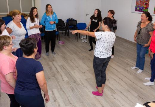 10 mulleres participaron esta mañá nun obradoiro de risoterapia ofrecido en San Sadurniño pola Fundación Mujeres