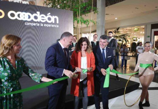 Ovidio Rodeiro participou na apertura do renovado Centro Comercial Odeón en Narón