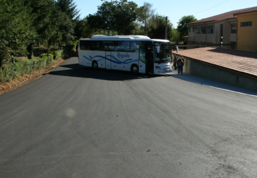O CEIP O Mesón do Vento conta cun novo acceso e zona de estacionamento para o transporte escolar