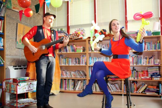 """Celtia Figueiras e Luís Vallecillo celebrarán mañá martes en Brión """"O aniversario da Biblioteca"""", unha actividade de animación á lectura para nenos e nenas de máis de 3 anos"""