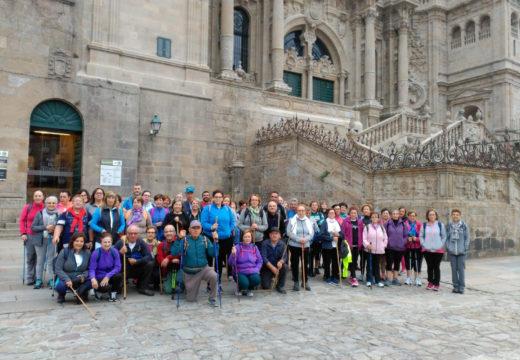Sesenta veciños e veciñas de Frades inician o Camiño de Santiago a Fisterra, que afrontarán en 4 etapas os sábados dos próximos meses
