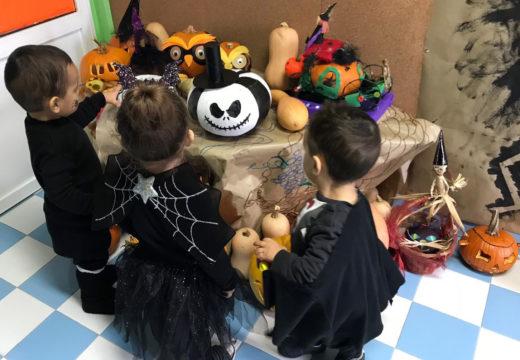 O alumnado da EIM Raíña Lupa de Boqueixón celebra unha gran festa de Samaín