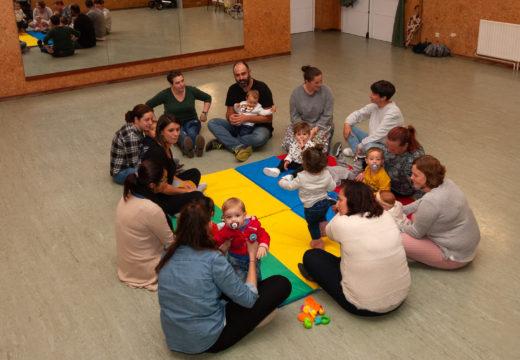 Espazos das Familias empeza curso con 13 participantes