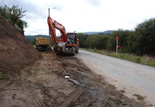 Comezan as obras de construción dunha senda peonil e a ampliación da travesía de Aldeagrande (Lousame)