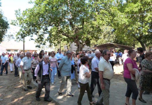 O San Miguel reuniu a centos de veciños/as de Frades na carballeira de San Nicolau