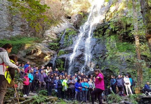 Setenta sendeiristas coñeceron en Touro a ruta 'Fervenza das Hortas/Santa Marta-Ponte Basebe' do Programa Goza do Ulla