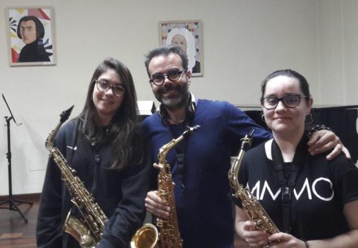Dezasete estudantes procedentes de toda Galicia comezan en Riveira o undécimo curso da Aula Galega de Saxofón