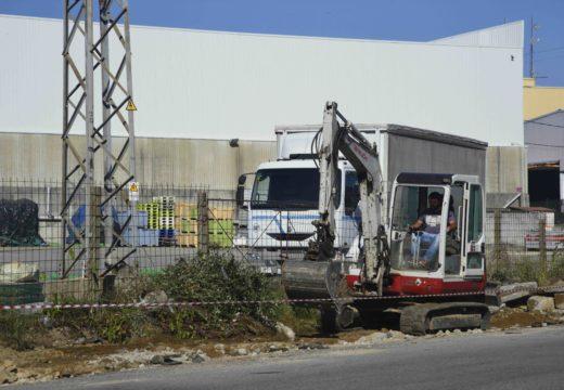 Arrancan as obras para renovar 642 metros de beirarrúas no polígono de Xarás