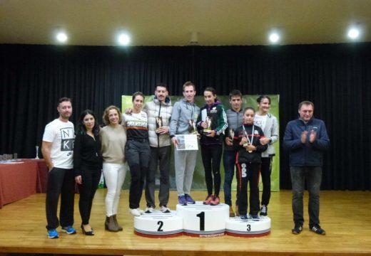 Carlos Lorenzo-Tina Fernández e José Miguel Gómez-Noelia Iglesias, gañadores da IV Carreira Popular Pilar Barreiro Senra de Lousame nas modalidades 10K e 5K