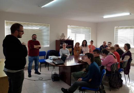 A APSSC imparte un curso de lingua de signos no Concello de Boqueixón