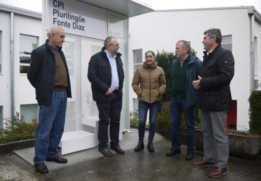 O delegado da Xunta e o alcalde de Touro visitan o CPI Fonte Díaz, onde Educación acometeu unha reforma integral cun investimento de 544.000 euros