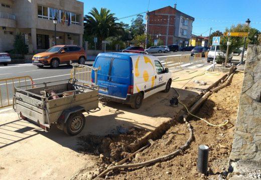 Touro arranxa as beirarrúas na rúa Isabel II, na capital do Concello, para mellorar a mobilidade dos veciños e veciñas
