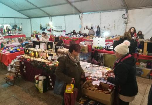 O mercado artesanal de Ordes marca o inicio do programa de Nadal organizado polo Concello