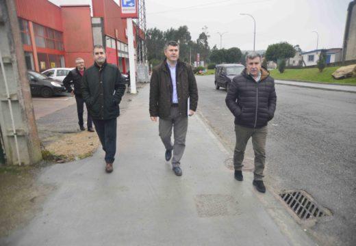 A Xunta inviste 86.000 euros na renovación de beirarrúas nun tramo da avenida Ramiro Carregal no polígono industrial de Xaras