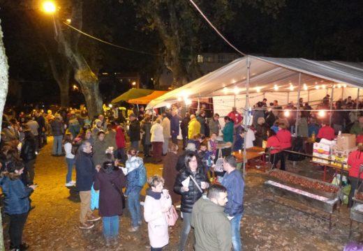 O Magosto de Brión reuniu a case un milleiro de persoas que degustaron 200 quilos de castañas, 150 litros de chocolate e milleiros de churros