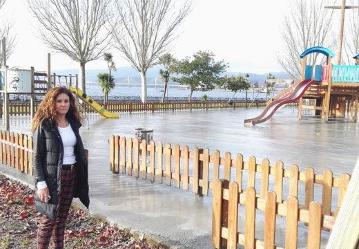 O Concello de Noia instala unha nova soleira no parque infantil do paseo marítimo