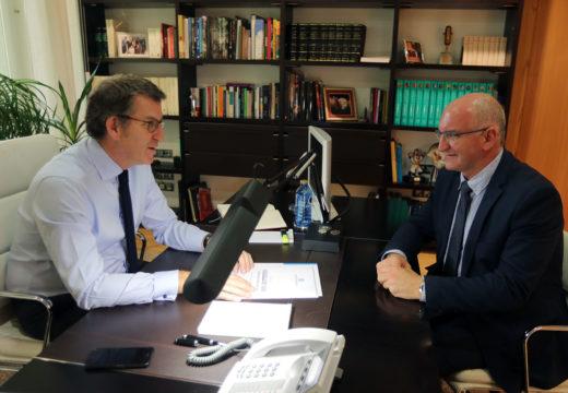 Santiago Freire plantéxalle a Núñez Feijoo a mellora dos accesos a Noia por Orro e a creación dunha rotonda no cruce da Barquiña