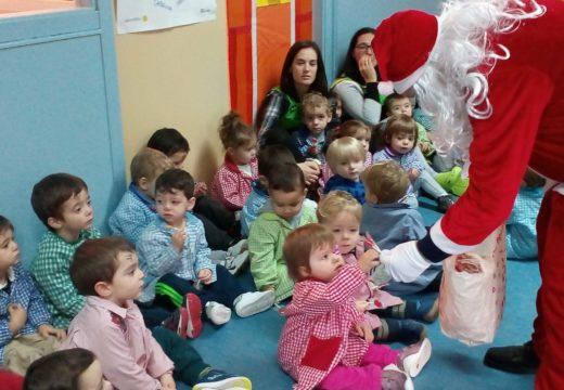 Papá Noel visita aos alumnos e alumnas da EIM Raíña Lupa de Boqueixón, as Escolas Unitarias e a residencia de maiores