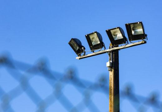 San Sadurniño licita un novo proxecto de aforro enerxético co que se mellorará a iluminación no campo de fútbol e no pavillón municipal