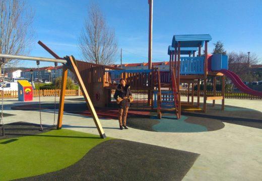O Concello de Noia remata as obras de mellora do parque infantil do paseo marítimo, a carón do que instalará unha pista de mini-basket