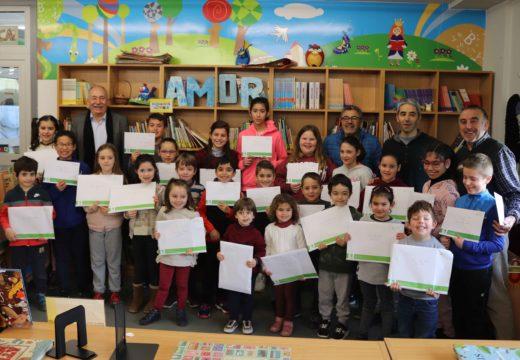 O alcalde de Brión entrega os premios do Concurso de Tarxetas de Nadal