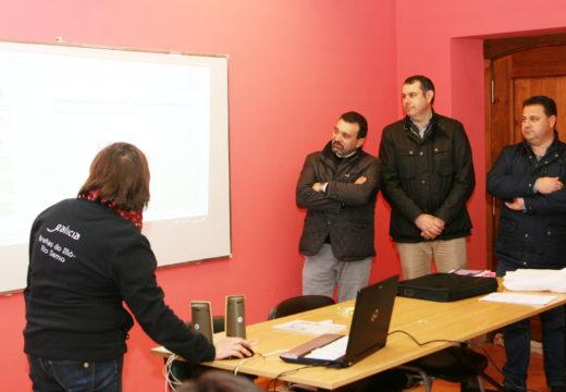 Os alcaldes de Ordes, Frades e Mesía visitan o obradoiro de emprego Brañas do Illó-Río Samo