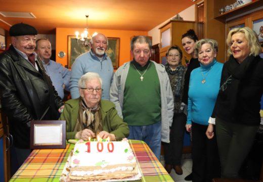 O Concello de Lousame homenaxea a Consuelo Teijeiro Suárez, veciña de Merelle, que vén de cumprir cen anos