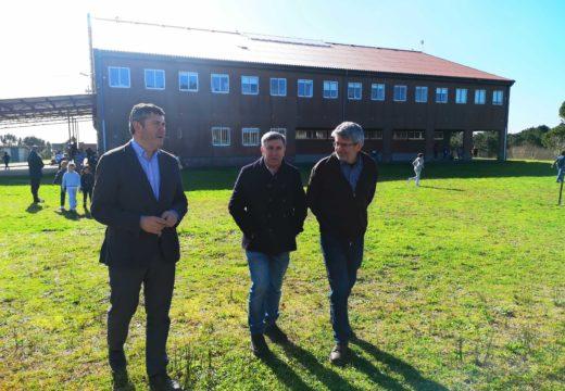 Ovidio Rodeiro visita o CEIP Olveira en Ribeira no que educación investiu en obras de mellora máis de 75.000€