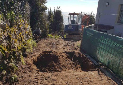 Arrancan as obras da instalación dun pozo de bombeo e unha rede de saneamento na rúa das Revaleiras en Palmeira