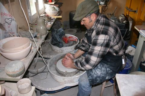 Últimas prazas para participar nos cursos monográficos de cerámica e cestaría organizados polo Concello de Lousame
