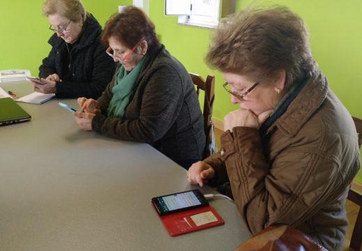 A Aula CeMIT de San Sadurniño ofrece cursos itinerantes para aprender a manexar o móbil