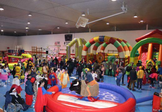 Máis de 500 veciños e veciñas participaron no Festival de Entroido do Concello de Lousame