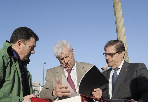 O Premio Nobel Mario Vargas Llosa percorre un tramo do Camiño Inglés ao seu paso por Culleredo