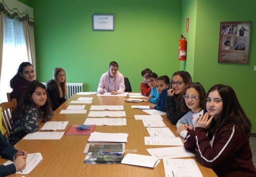 A rapazada de Moeche prepara propostas para presentárllelas aos partidos que concorran ás municipais de maio