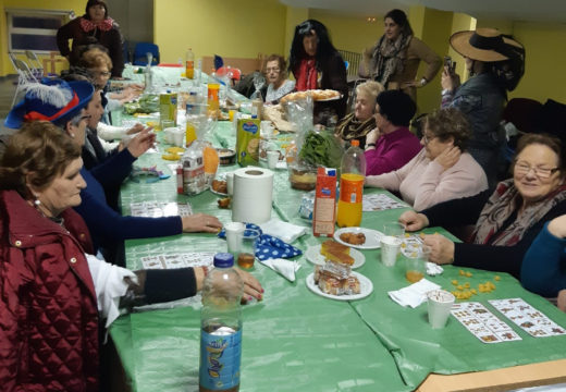 Os maiores do programa Activa-Mente celebran a súa gran festa de Entroido