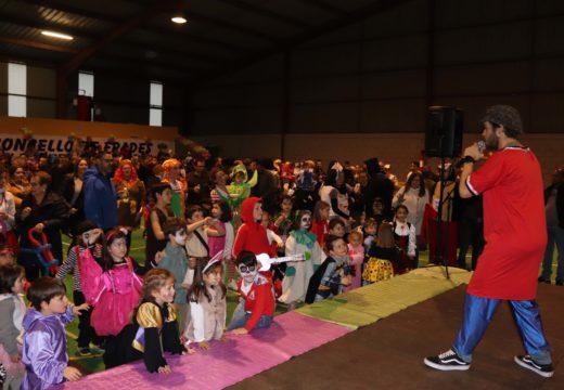 Máis de cincocentas persoas participaron na Festa e Concurso de Disfraces do Concello de Frades