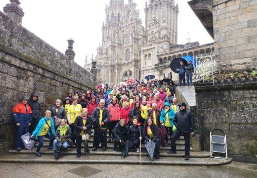 O grupo que realizaba o Camiño Portugués pola costa chega a Compostela