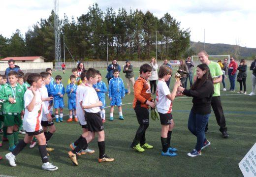 Abertas as inscricións no VII Torneo Fútbol Base F8 Lousame, que terá lugar o mércores 1 de maio no campo de fútbol de Cabanetán