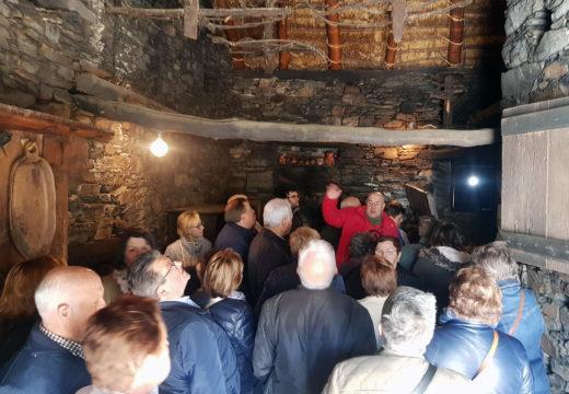 O Concello de Boqueixón organizou unha excursión ao Cebreiro na que participaron máis de medio cento de persoas