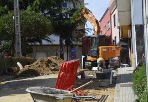 Comezan as obras para a renovación da pavimentación e servizos en seis rúas situadas no entorno do Cemiterio de Riveira