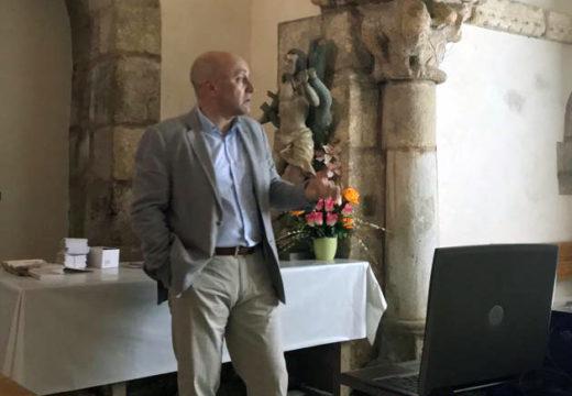 Juan Manuel Monterroso protagonizou a primeira conferencia do ciclo cultural Un mes e Pico