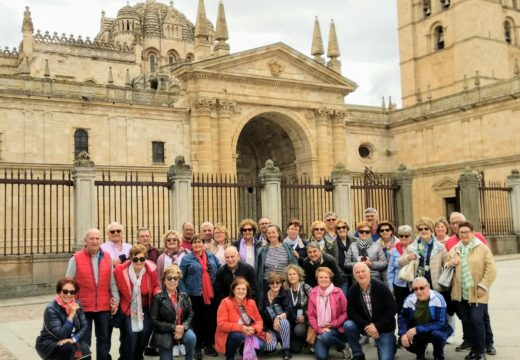 35 maiores de Riveira participan nunha viaxe por Salamanca e o norte de Portugal