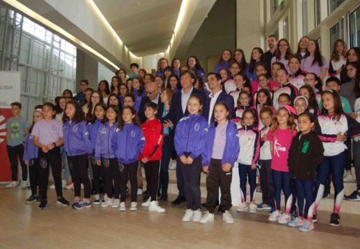 Medio millar de nenos comparten con Javier Fernández a presentación do seu espectáculo 'Revolution on Ice' que chegará a Coruña o 21 de decembro