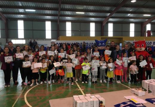 Centos de persoas participaron na clausura das escolas culturais e deportivas de Frades