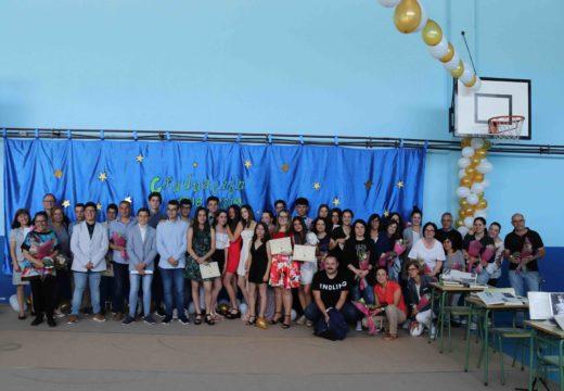Un total de 21 alumnos e alumnas de 4º da ESO do CPI Cernadas de Castro de Lousame celebran o seu acto de gradación