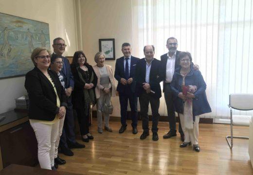 Ovidio Rodeiro entrega o galardón galego do ano ao Festival de Teatro Fiot que outorga o Padroado Fogar de Bergantiños