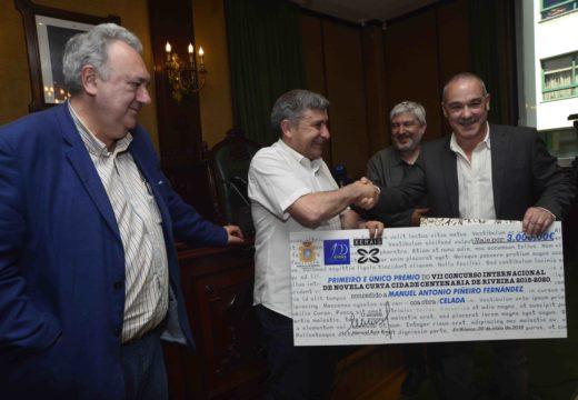O escritor local Antonio Piñeiro, gañador do sétimo Concurso de Novela Curta Cidade Centenaria de Riveira