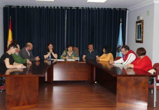 O grupo de Goberno de Lousame aproba o convenio colectivo do persoal laboral, que os equipara en dereitos co funcionariado