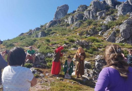 Un cento de persoas participaron na visita teatralizada ao Pico Sacro